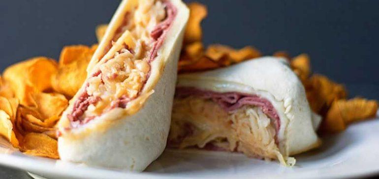การทำอาหาร Reuben Wrap Sandwich