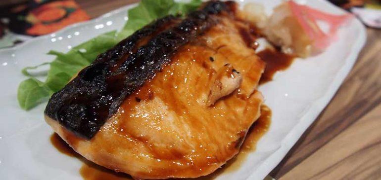 การทำอาหารแซลมอนอบน้ำจิ้มไก่